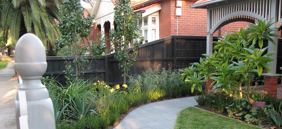 Gardens of melbourne portfolio landscapes and gardens for Courtyard landscaping melbourne